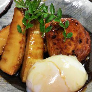 筍と自家製鶏つくね・蕎麦屋のかえし仕立て温玉付